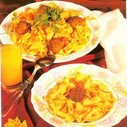 Oreillettes à la sauce tomate et aux boulettes de viande