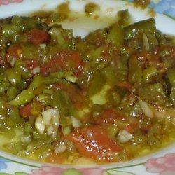 Salade de poivrons, tomates et piments grillés